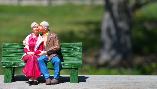 old-couple-figurine-small